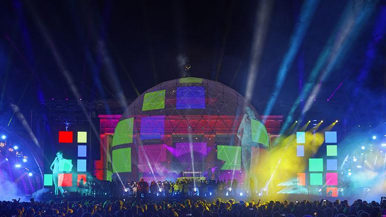 30 Jahre Mauerfall: Lichtstarkes Jubiläum am Brandenburger Tor