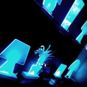 Moderne LED-Leuchten bringen Tische zum Leuchten