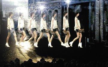 Veranstaltungstechnik bringt Modenschau waehrend der s.Oliver Realstars Gala ins richtige Licht