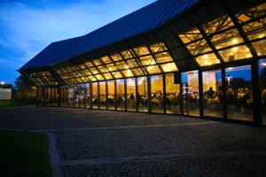 Stadthalle in Fürth bei Nacht